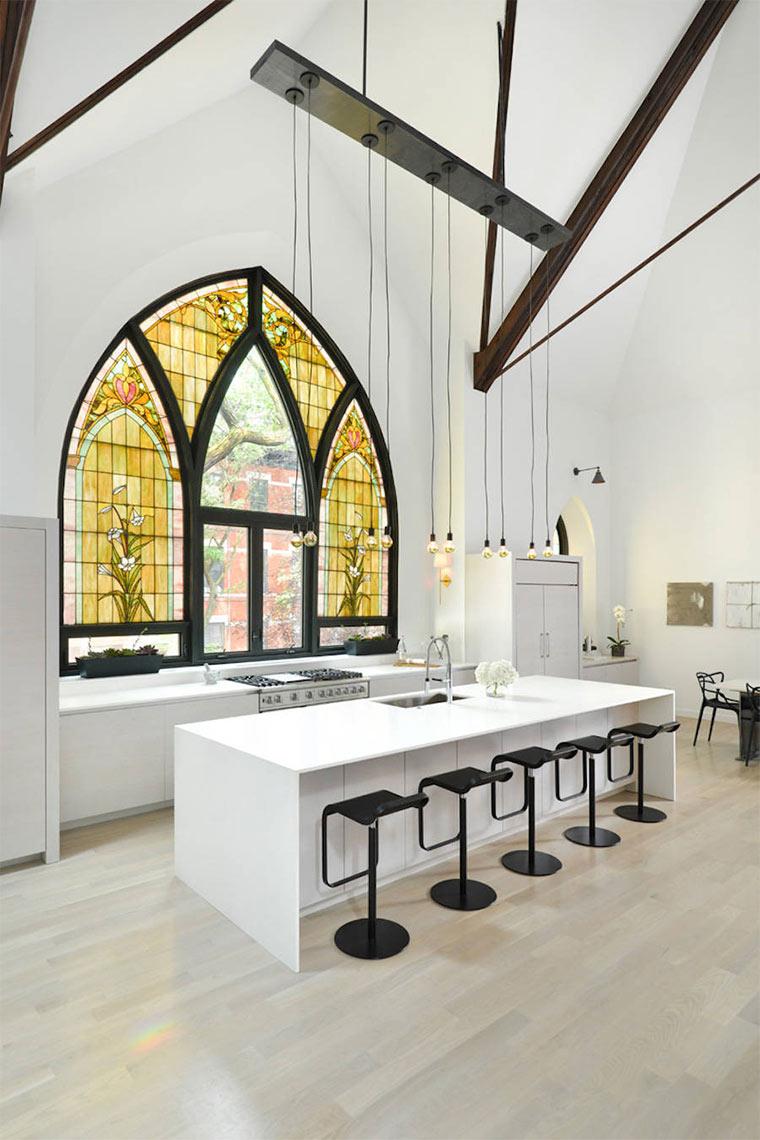Designer-Loft in alter Kirche Church-Conversion_03