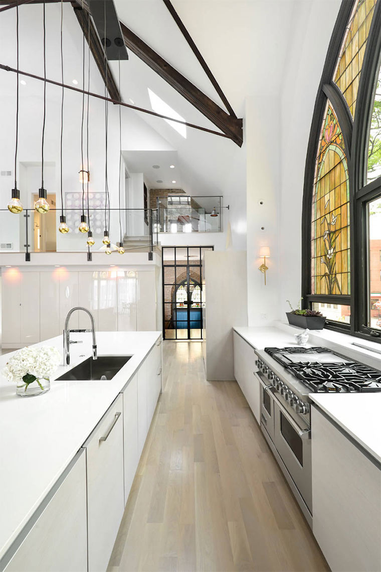 Designer-Loft in alter Kirche Church-Conversion_04