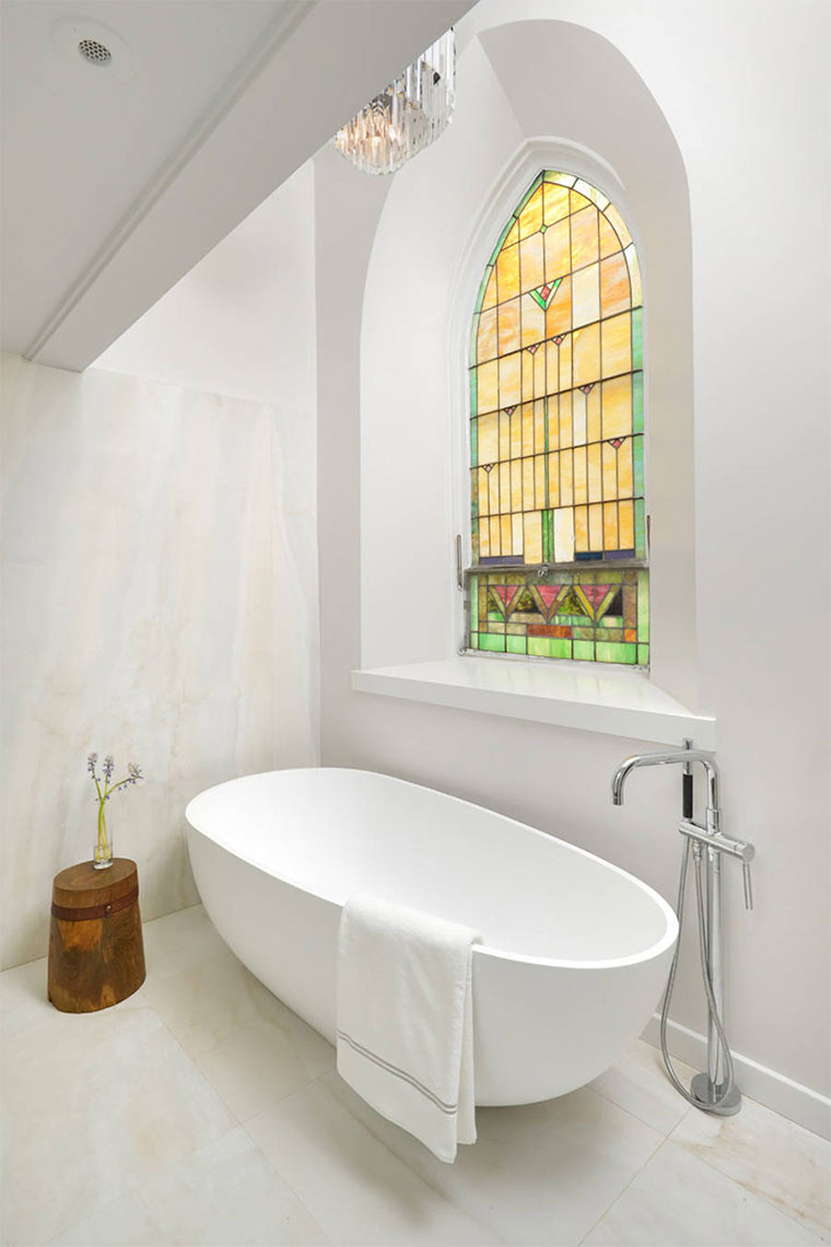 Designer-Loft in alter Kirche Church-Conversion_06