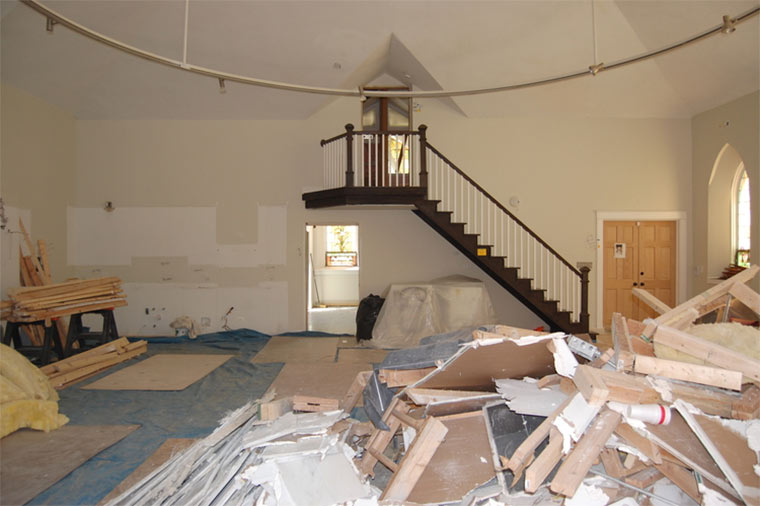 Designer-Loft in alter Kirche Church-Conversion_07