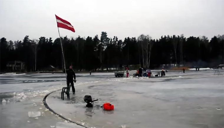 Gigantische Eisschollen-Drehscheibe Ice-Carousel