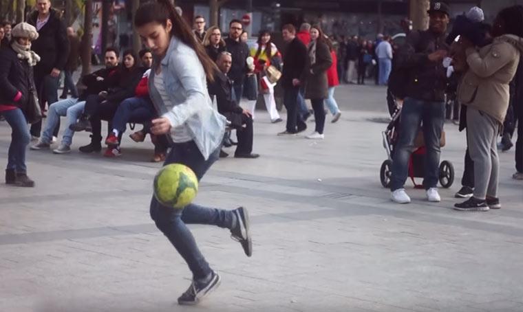 15-jährige Fußball-Trickserin Lisa-Freestyle