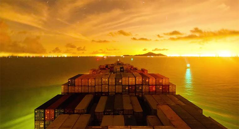 Reise eines Containerschiffs