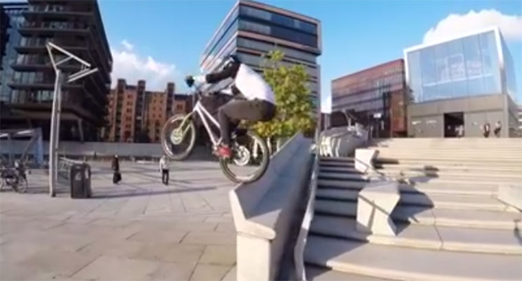 Danny MacAskill springt durch Hamburg MacAskill-Hamburg