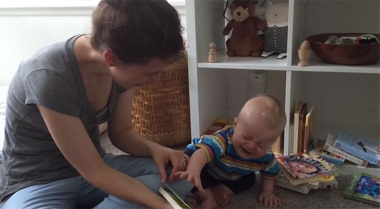 Baby schreit immer wenn das Buch zuende ist