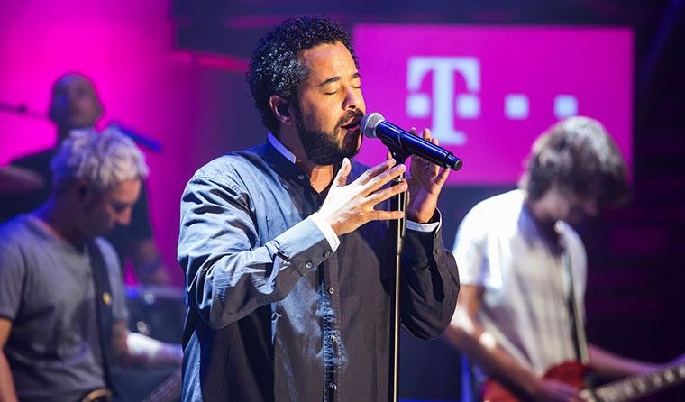 30.000 schrieben Song für Adel Tawil TelekomStreetGig_AdelTawil_02
