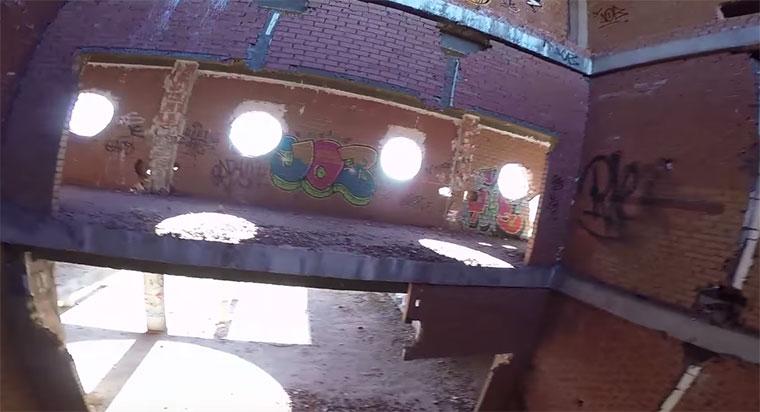 Mit der Drohne durchs verlassene Krankenhaus drone-racing