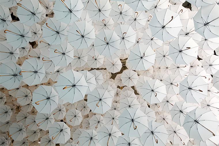 Ein Meer aus 1.100 Regenschirmen 1100umbrellas_02