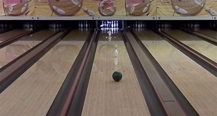 Spinning-bowling-bowl-trickshot