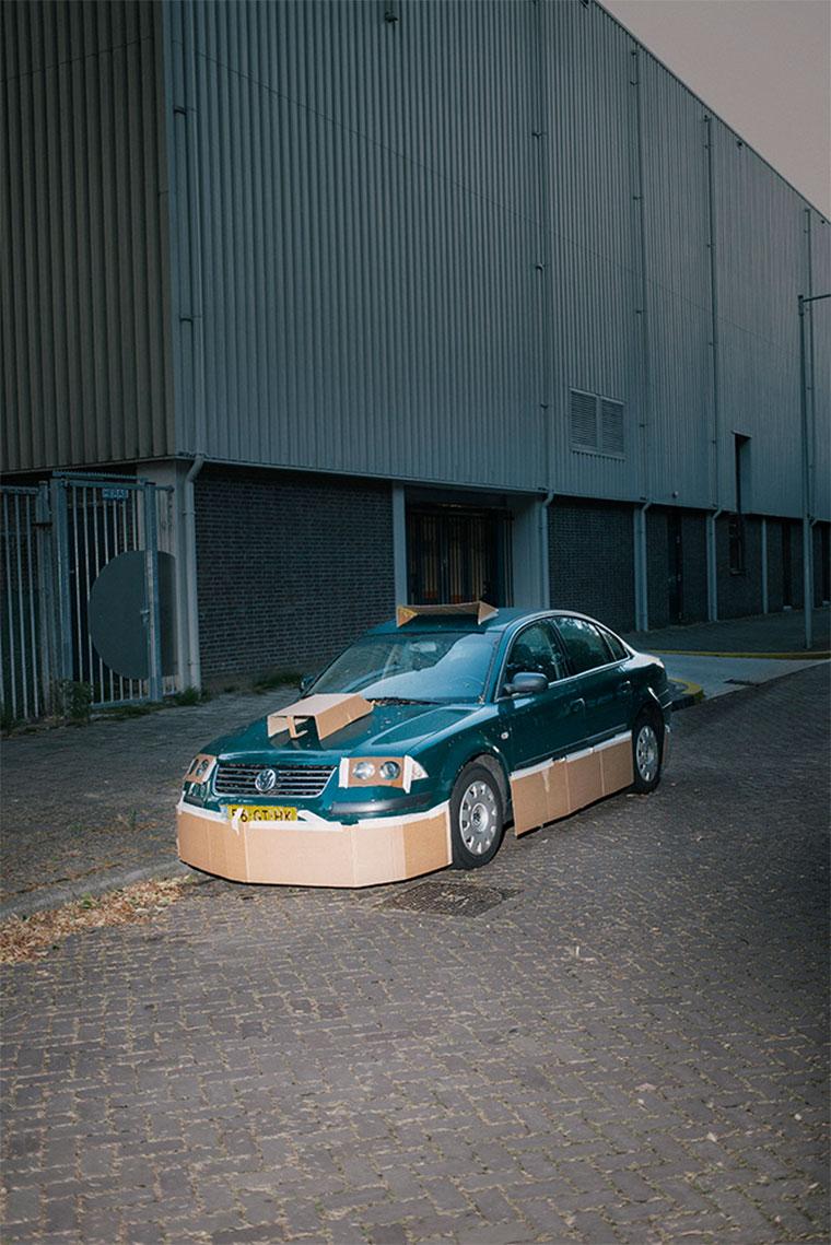 """Nachts heimlich Autos mit Pappe """"aufpimpen"""" Splashdash-Supercars_02"""