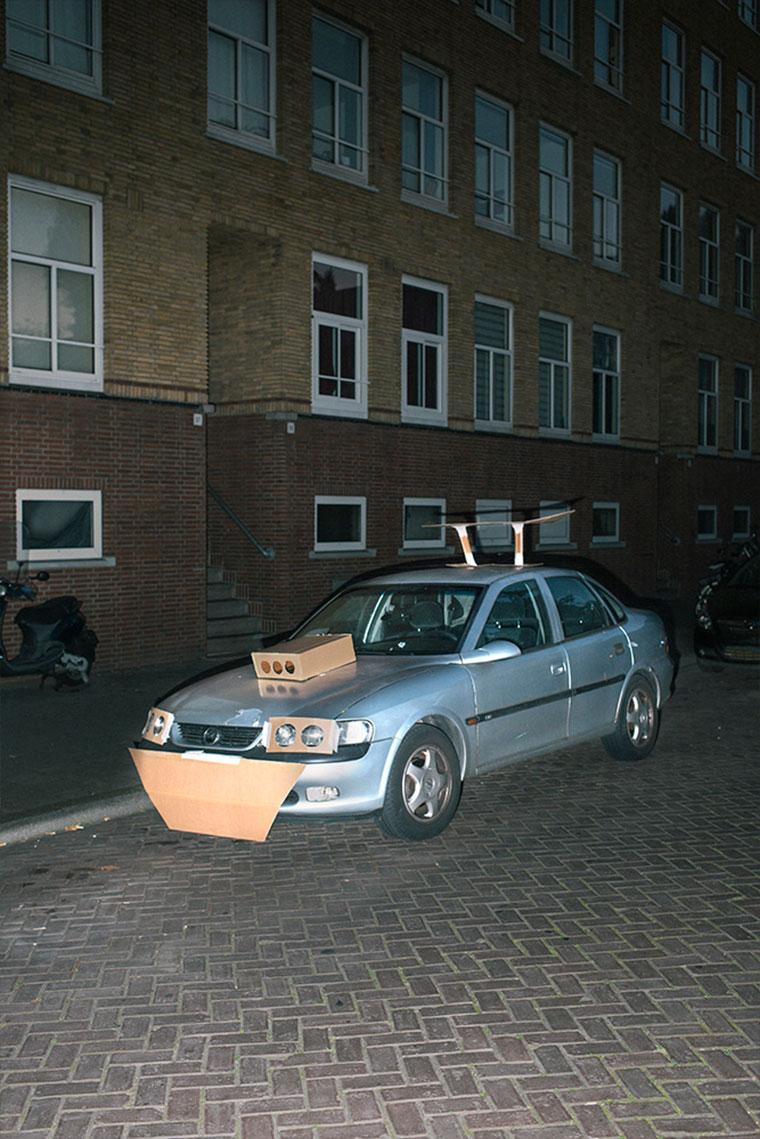 """Nachts heimlich Autos mit Pappe """"aufpimpen"""" Splashdash-Supercars_04"""