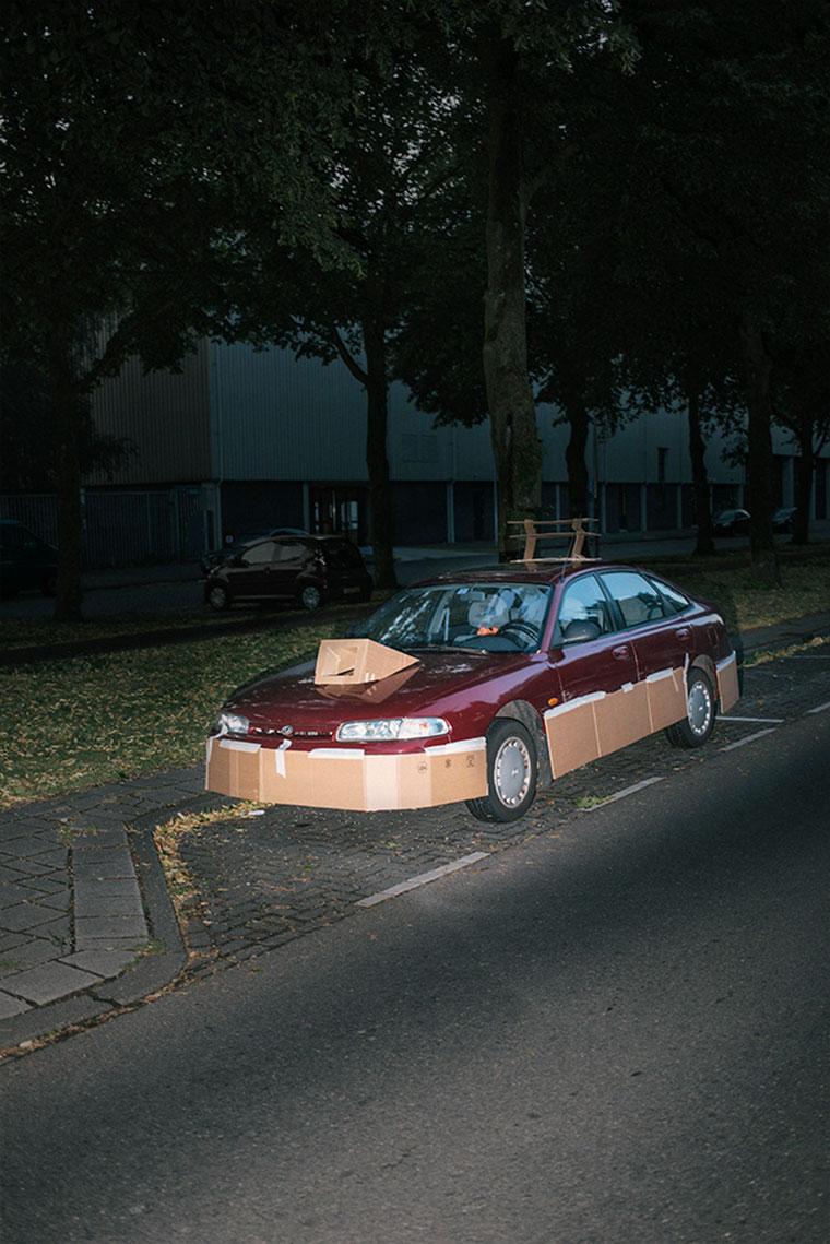 """Nachts heimlich Autos mit Pappe """"aufpimpen"""" Splashdash-Supercars_05"""