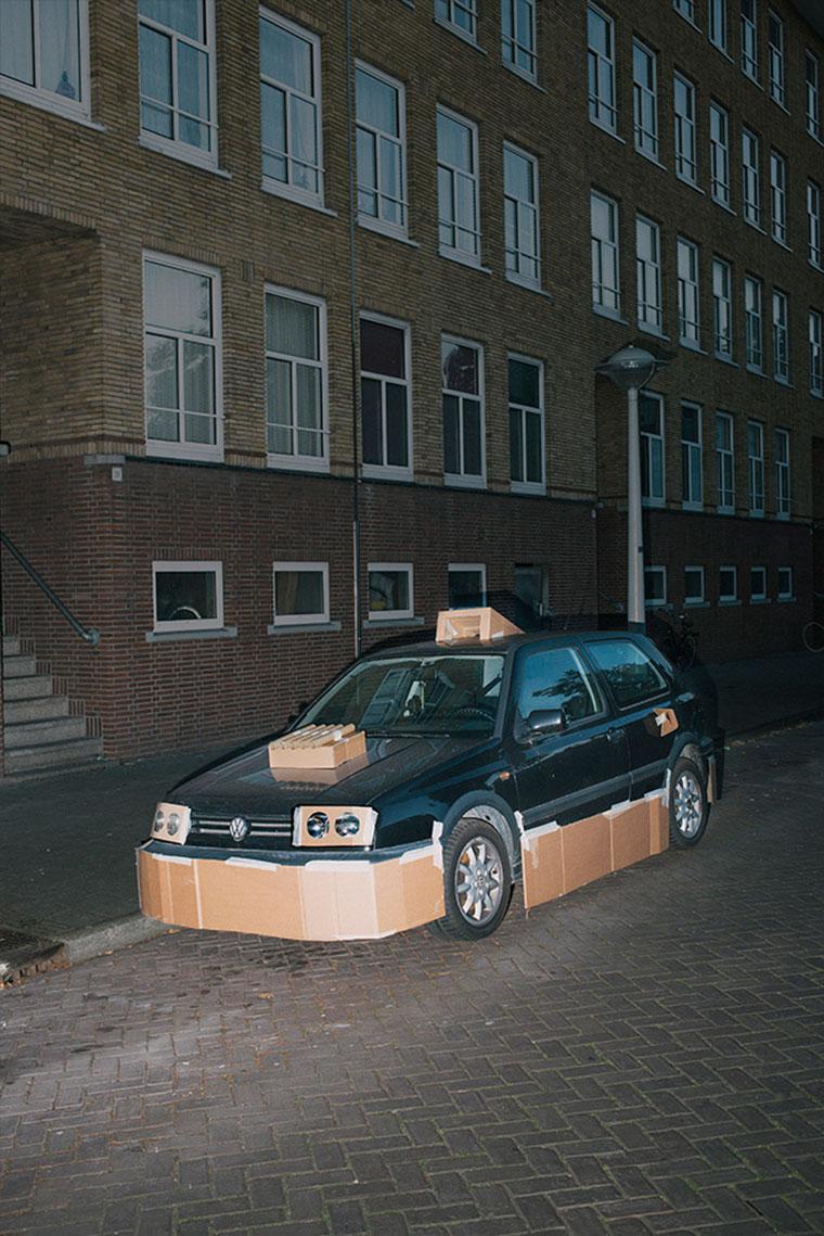 """Nachts heimlich Autos mit Pappe """"aufpimpen"""" Splashdash-Supercars_06"""