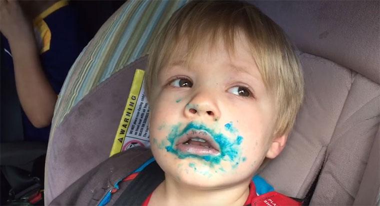 Wer hat den blauen Cupcake gegessen?