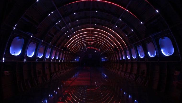 Sternentor im Flugzeugrumpf Porta-Estel-lar