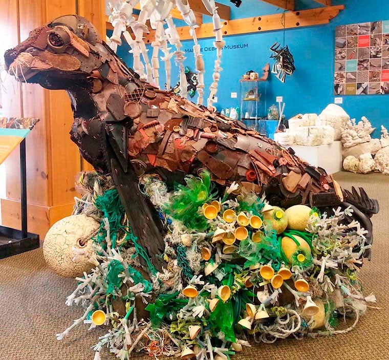 Tierskulpturen aus angeschwemmtem Müll Washed-Ashore-Project_03