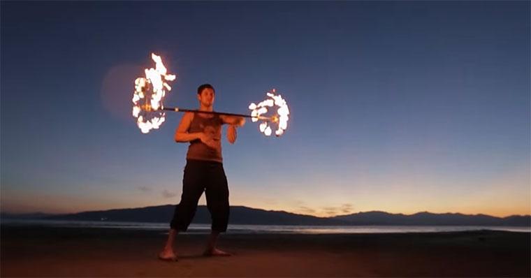 Der mit dem Feuer tanzt fire-juggling
