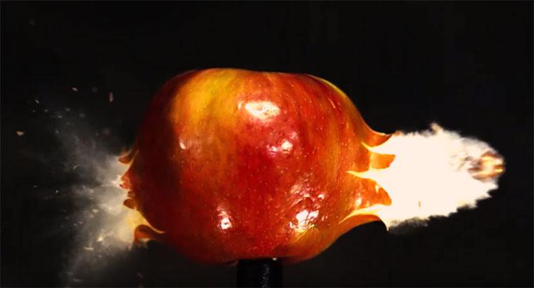 Kugel schießt in Superslowmotion durch Dinge