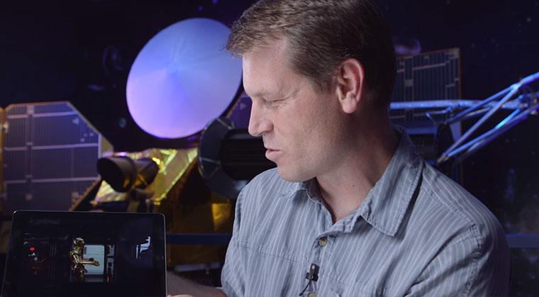 NASA-Techniker über BB8, R2D2 und C3PO
