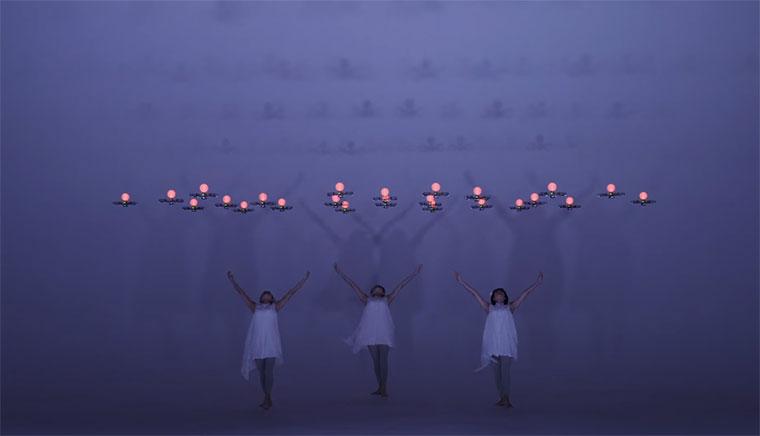 3 Tänzerinnen und 24 Drohnen Elevenplay_24-drones