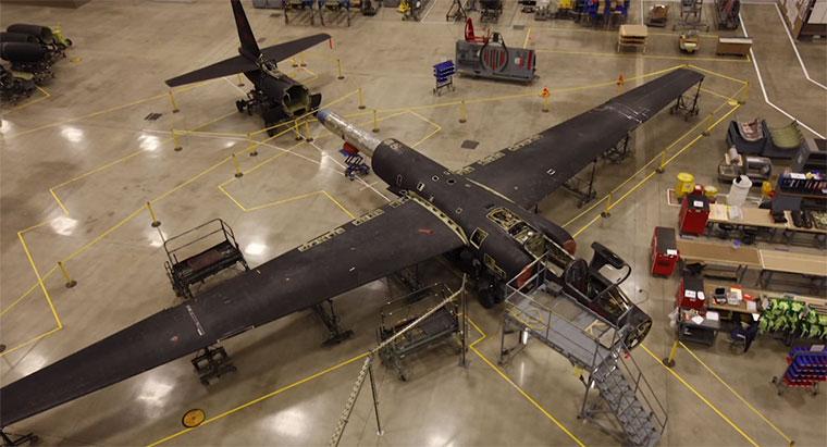 Demontage eines U2-Spionage-Fliegers U-2-Plane-Timelapse