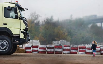 Volvo-truck-live-test-look-whos-driving