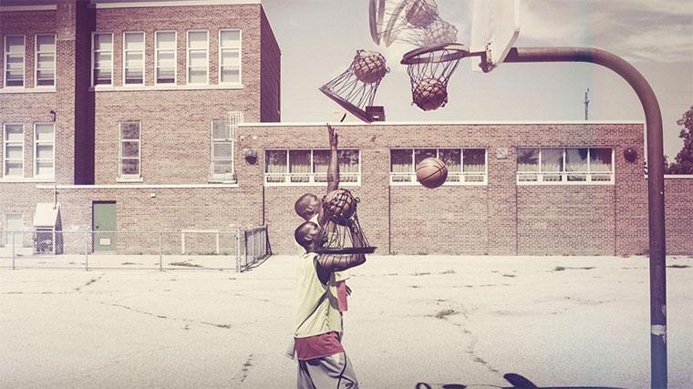 Bring dein Netz zum Basketballkorb