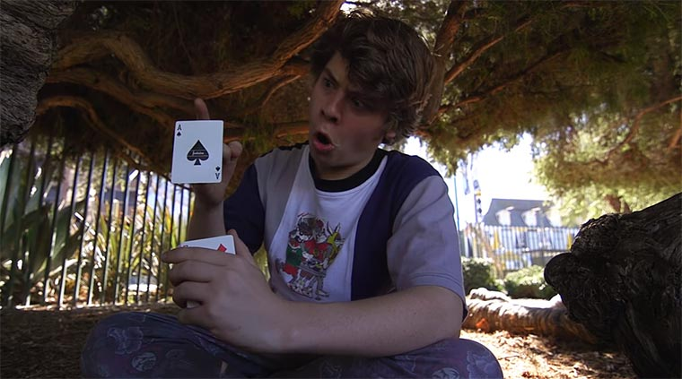 Optische Karten-Illusionen hypnotic-cardistry-kid