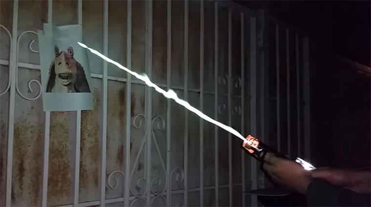 Ein echtes Lichtschwert! real-burning-lightsword