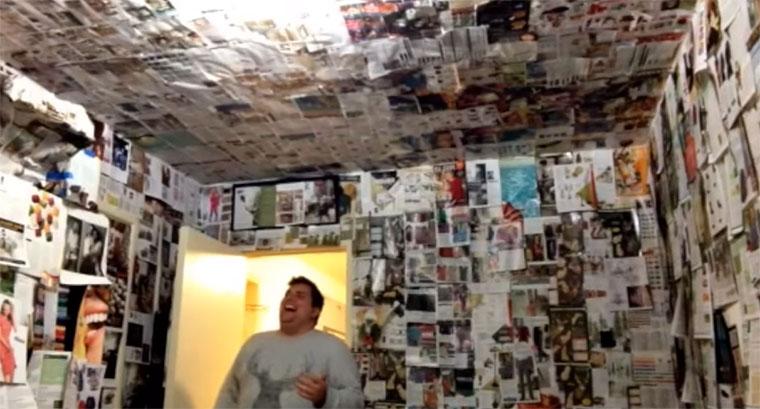 Komplettes Zimmer in Zeitschriften verpackt
