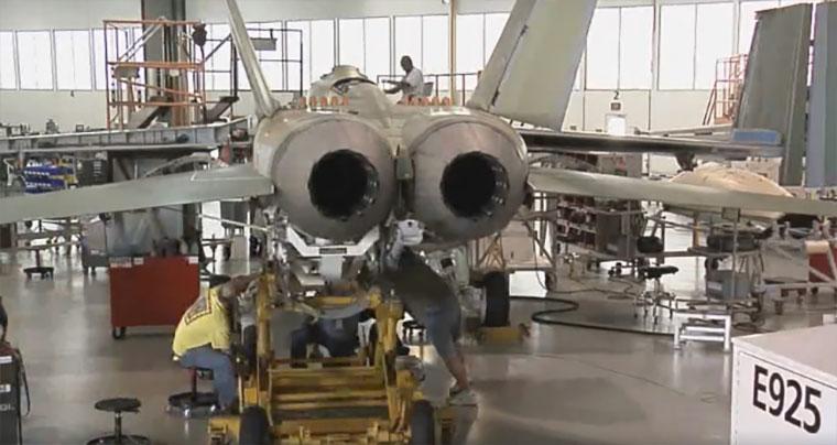 Timelapse: Zusammenbau eines Kampfjets F-A-18_Timelapse