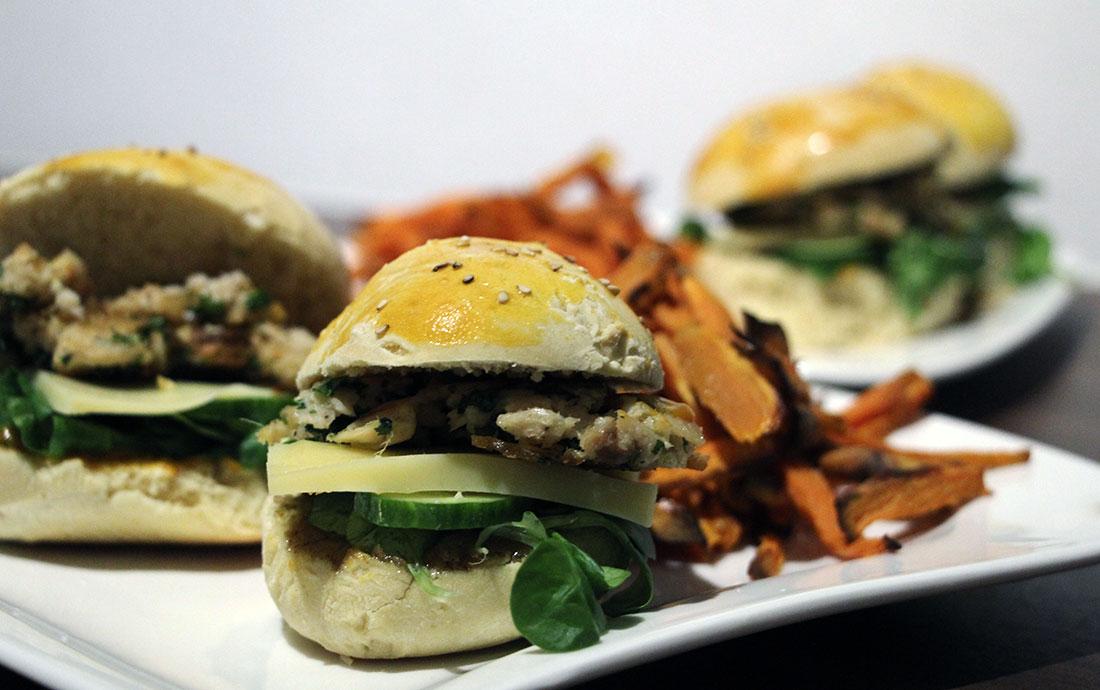 Lachsburger mit Süßkartoffel-Fritten Lachsburger_01