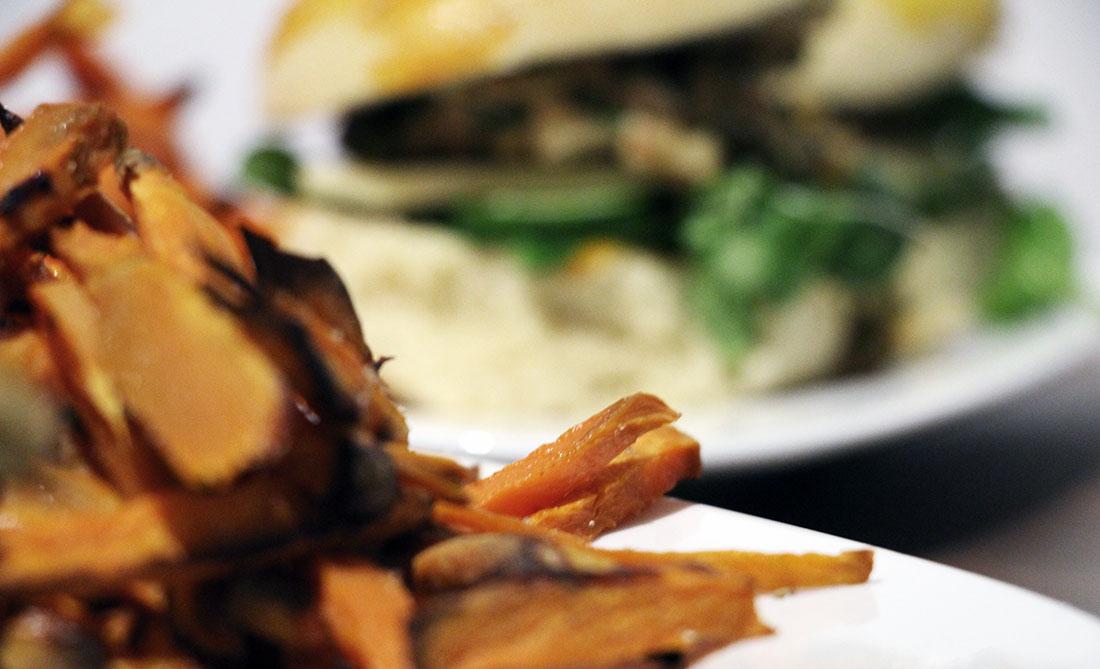 Lachsburger mit Süßkartoffel-Fritten Lachsburger_08