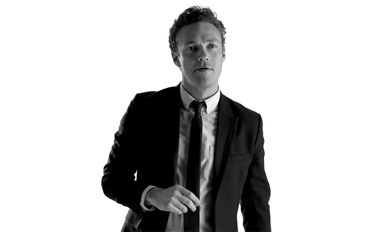 TWD-Darsteller imitiert Promis Nano-Impressions-Ross-Marquand
