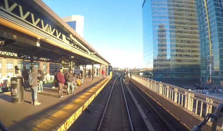 Von daheim New Yorker U-Bahn fahren New-York-train
