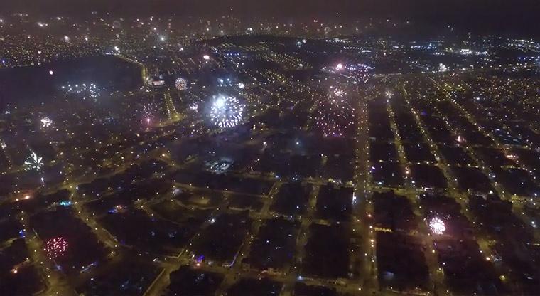 Mit der Drohne überm Feuerwerk