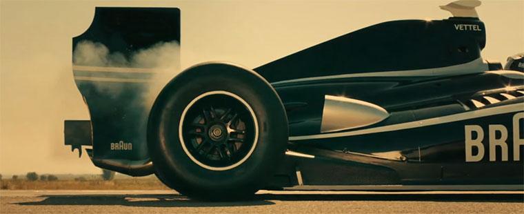 Wird Vettel vom herabrasenden Container rasiert? Braun-Speed-Challenge2