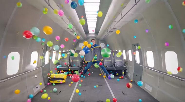 OK Go spielen mit der Schwerelosigkeit OK-Go_Upside-down-inside-out