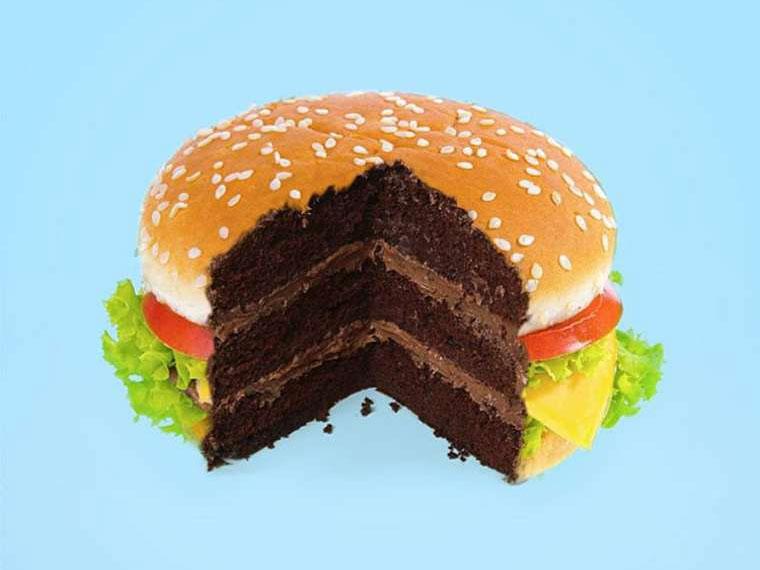 Burger-Torte, Lippenklebstift und Donot-Gewichte Paul-Fuentes_01