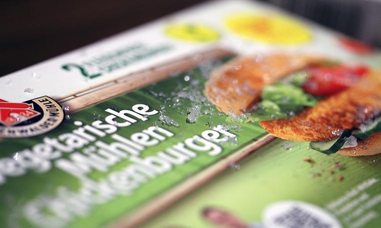 Wie wäre es mit einem Veggie-Chickenburger? Ruegenwalder-Veggie-TK_02