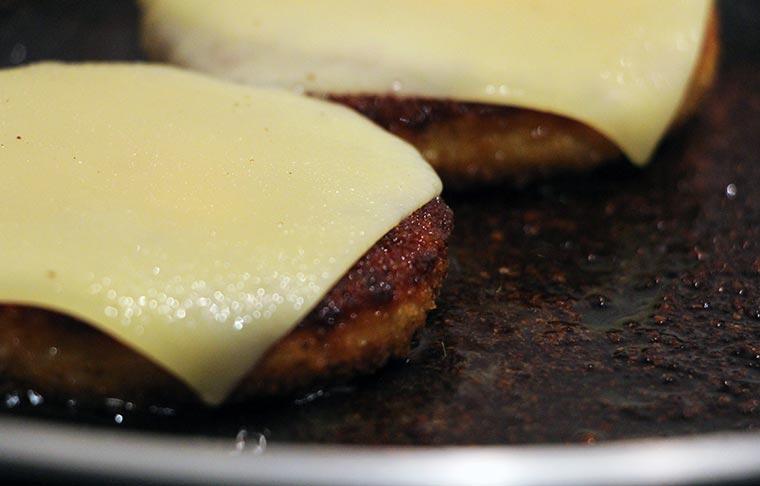 Wie wäre es mit einem Veggie-Chickenburger? Ruegenwalder-Veggie-TK_07