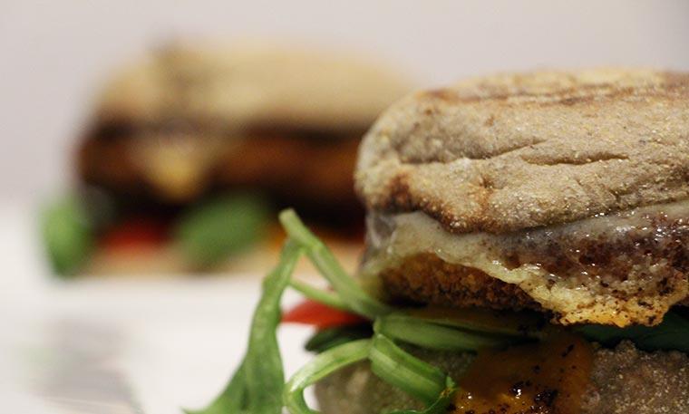 Wie wäre es mit einem Veggie-Chickenburger? Ruegenwalder-Veggie-TK_09