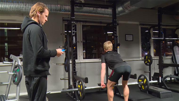 Leute im Fitnessstudio live vertonen Ylvis-Gym-Sounds