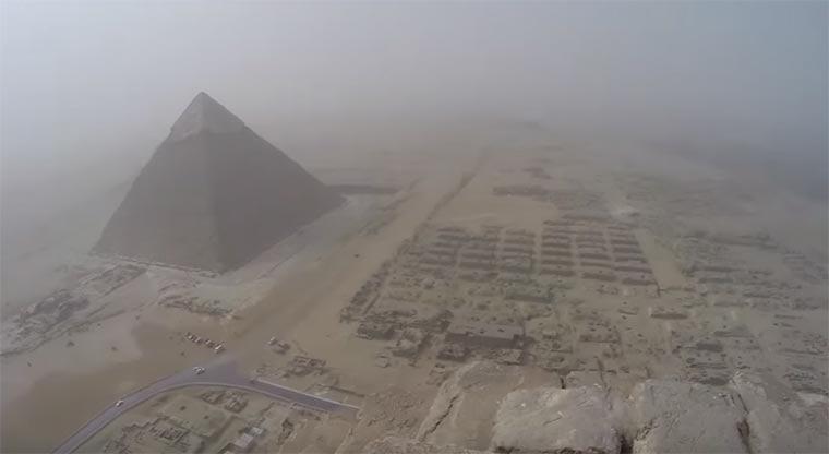 Münchener klettert auf Pyramiden von Gizeh