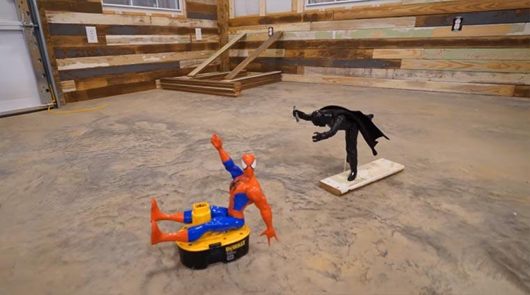 Spider-Man und Darth Vader helfen bei der Hütten-Renovierung reclaimed-wood-shop