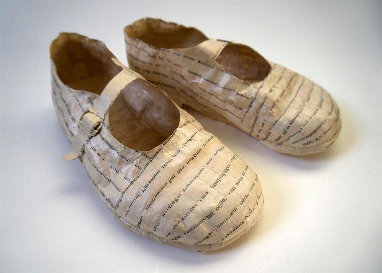 Schuhe, Tassen und mehr aus alten Buchseiten Cecilia-Levy-paper-art_07