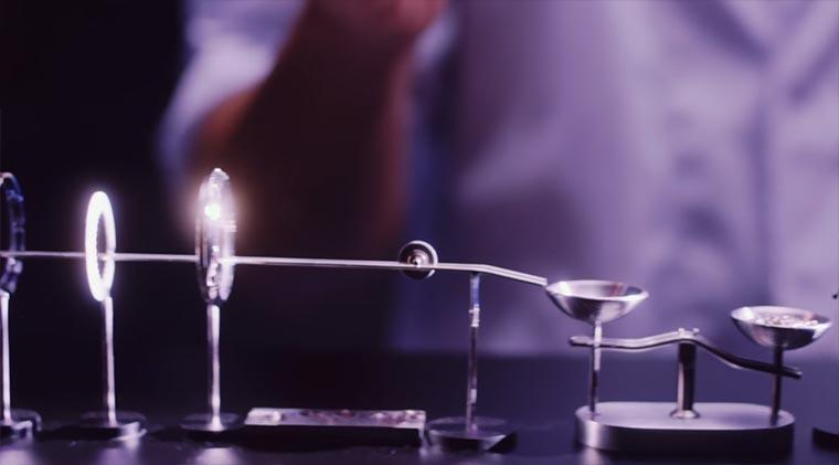 Kettenreaktion aus kleinsten Uhr-Teilen