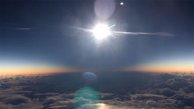 Sonnenfinsternis aus dem Flugzeug Sonnenfinsternis-flugzeug