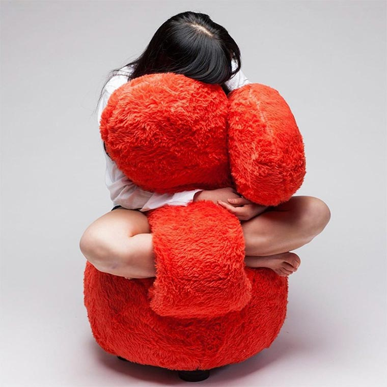 Dieser Sessel umarmt dich free-hug-sofa_03
