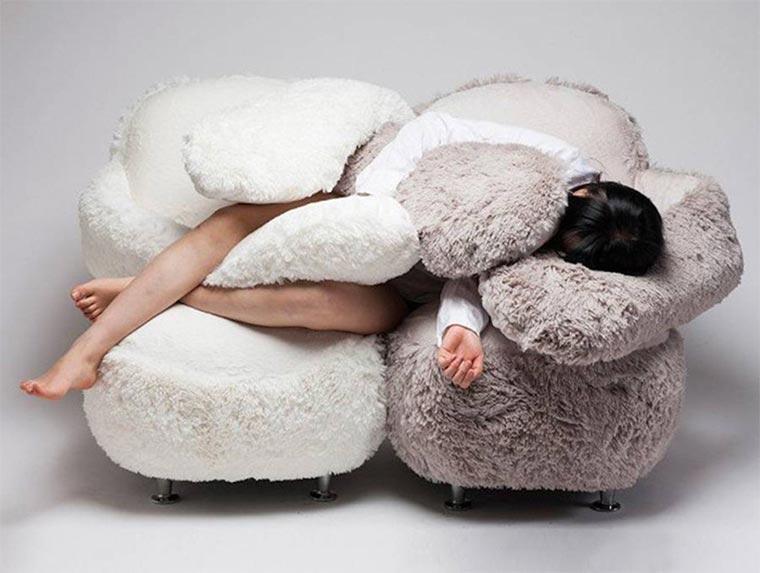Dieser Sessel umarmt dich free-hug-sofa_04